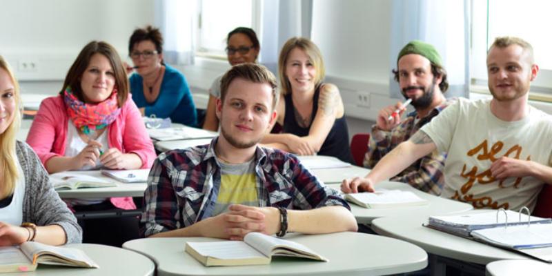 #379 (kein Titel) – Die Robert-Kümmert-Akademie bietet Bildungsangebote im Bereich sozialer Dienstleistungen für Menschen mit Behinderung an.